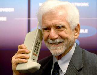 http://pcskull.com/wp-content/uploads/2013/04/martin-cooper-inventor-of-worlds-first-mobile6.jpg পৃথিবীর প্রথম মোবাইল ফোন! – ধারাবাহিক পোস্ট